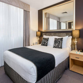 Plaza petite  suite - Overnight rate with free wifi and breakfast